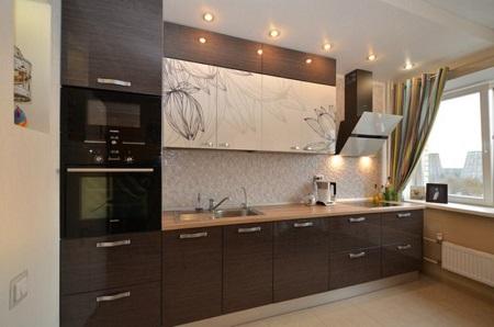 Преимущества кухонного гарнитура с пластиковым покрытием фасадов: характеристики и виды