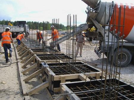 Технология бетонирования фундамента: правила и порядок действий