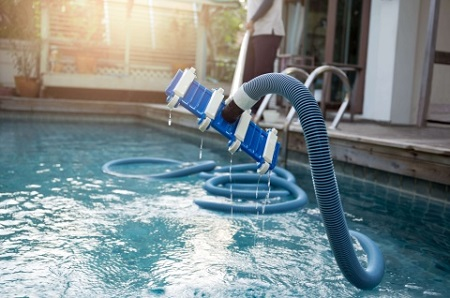 Чистка бассейна своими руками: базовые правила и методы