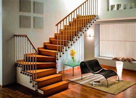 Какими достоинствами обладают деревянные лестницы в частном доме и как производится их установка