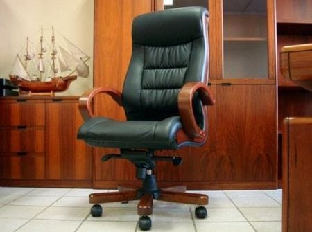 Кресло для руководителя: разновидности и основные правила выбора