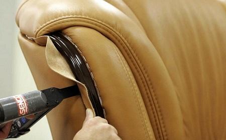 Подробная инструкция по перетяжке кожаного дивана: способы и этапы