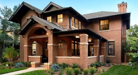 Как построить дом из кирпича и какими преимуществами обладает такого рода здание