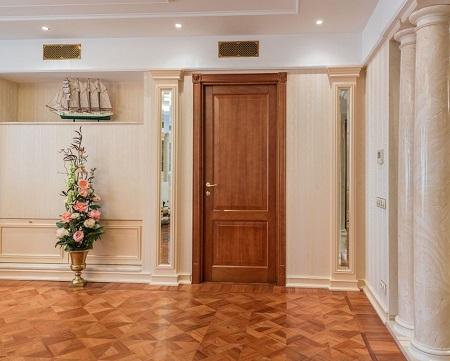 Двери из массива дерева: разновидности и характеристики