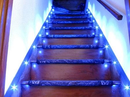 Эффектно подсвечиваем лестницы: способы и возможности