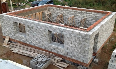 Какой материал выбрать для строительства частного дома: виды и характеристики