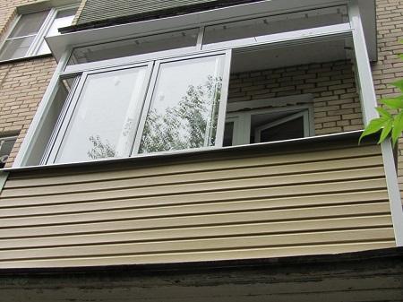 Последовательность работ при наружной обшивке балкона: способы и этапы