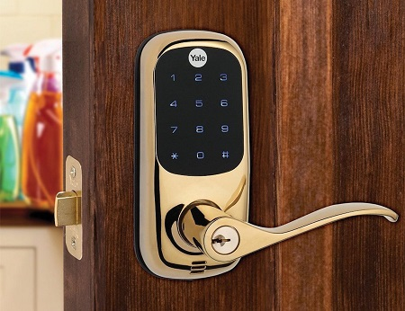 Как подобрать умный дверной замок: характеристики и функции