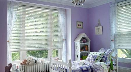 Горизонтальные жалюзи для детской комнаты: стиль и особенности