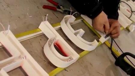 Способы изготовление объемных букв с подсветкой