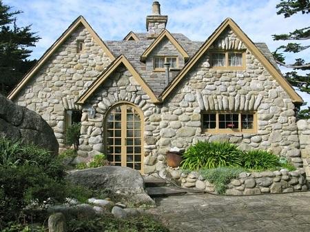 Дом из камня: преимущества постройки и правила сооружения