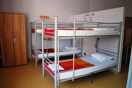 Открытие хостела в квартире: преимущества и особенност