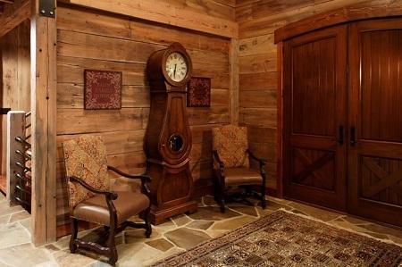 Напольные часы в интерьере: выбор, преимущества и особенности