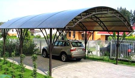 Навес из поликарбоната во дворе: тонкости и нюансы конструкции