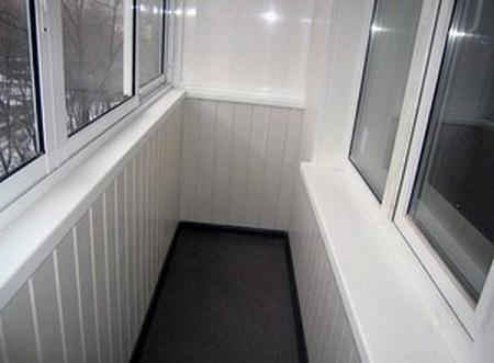 Отделка балкона пластиковыми панелями: монтаж и особенности