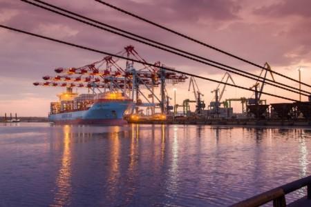 Особенности и перечень правил оказания услуг по перевалке грузов в морском порту