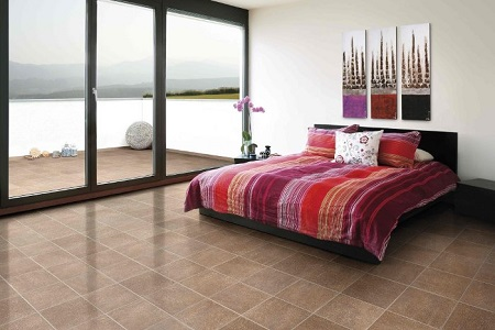 Керамическая плитка в интерьере спальни: достоинства, идеи оформления и монтаж