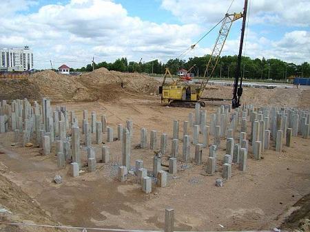 Применение и особенности бетонных свай в строительстве