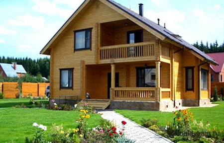 Правила строительство домов из бруса: этапы, советы и технология