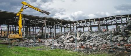 Особенности промышленного демонтажа зданий: каким правилам следовать