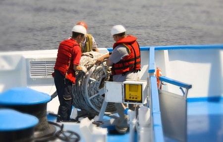 Работа моряком на торговом судне: специфика и достоинства
