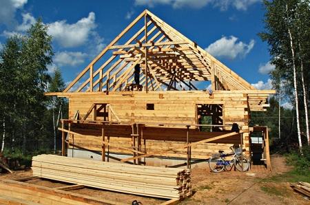 Строительство дачных домиков из бруса: преимущества и особенности
