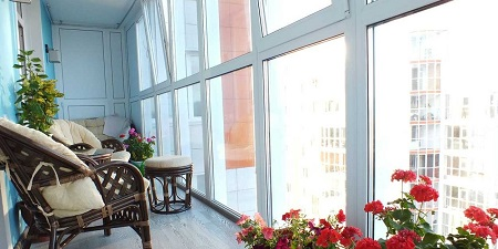 Ключевые достоинства теплого остекления балкона и выполнение работ