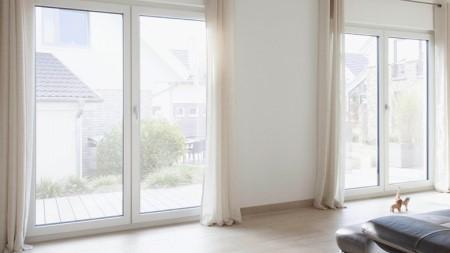 Какими достоинствами обладают теплые окна REHAU и как производится их установка