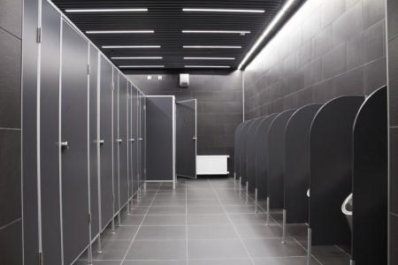 Как осуществляется установка туалетных перегородок: правила работы