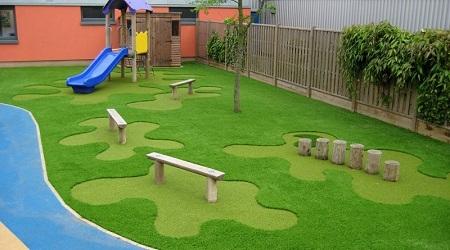 Укладка газона на даче: способы устройства, преимущества и особенности