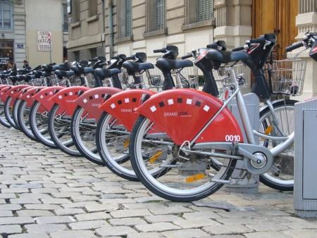 Каким требованиям должны соответствовать уличные велопарковки и как осуществляется их установка