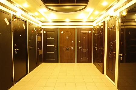 Как выбрать входную дверь в квартиру с шумоизоляцией: виды и преимущества